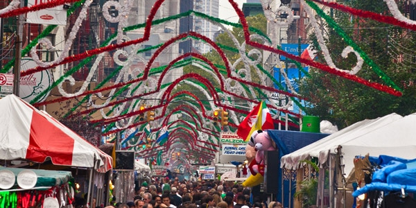 Rues décorées pour San Gennaro à New York