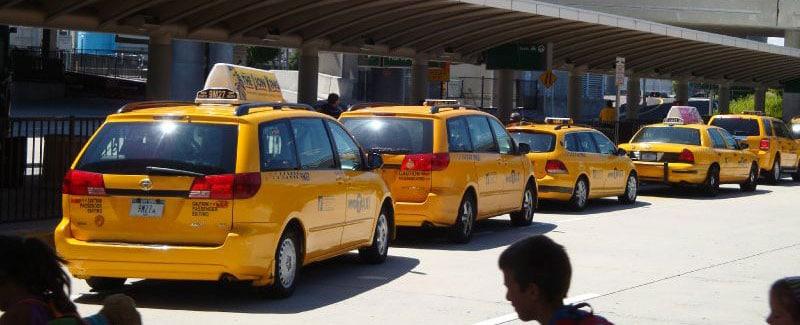Taxis jaunes à l'aéroport de JFK