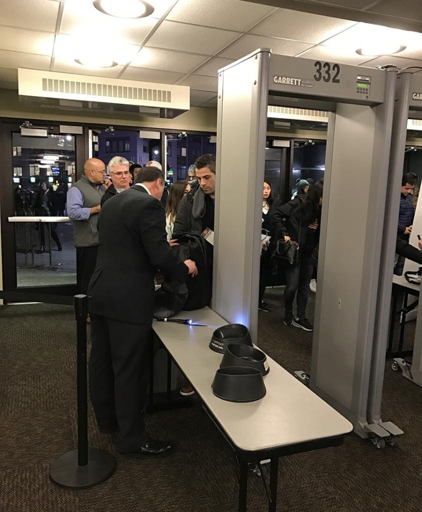 Passage sécurité à l'entrée du Madison Square Garden un soir de match NBA