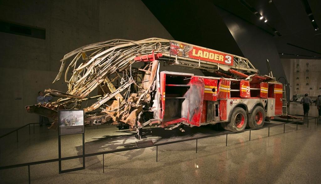 Camion de pompier brûlé dans le musée du 11 septembre à New York