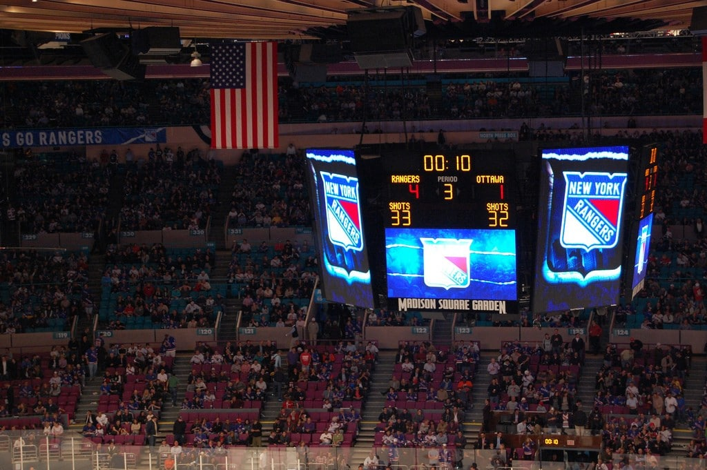 Ecran match de hockey New York