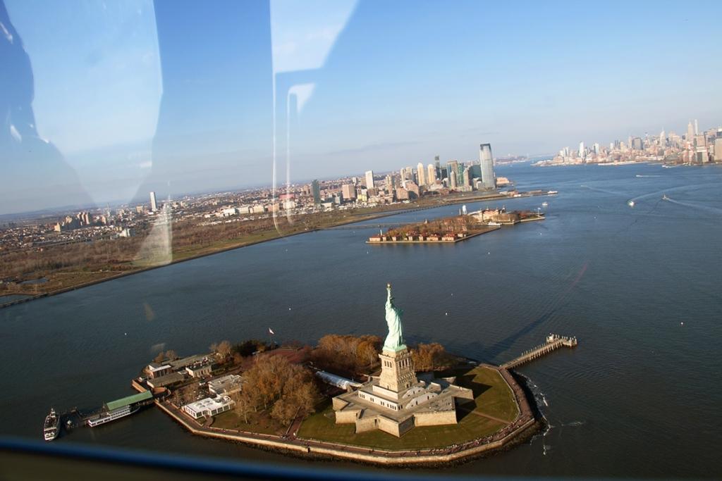 Vue de la Statue de la Liberté depuis un hélicoptère
