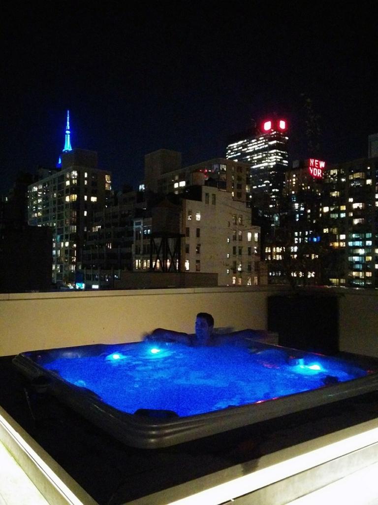 Jacuzzi sur le rooftop à Cassa Hotel Times Square