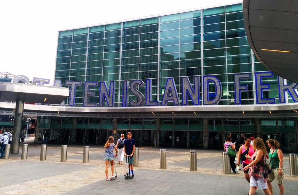 Terminal pour le ferry de Staten Island à New York