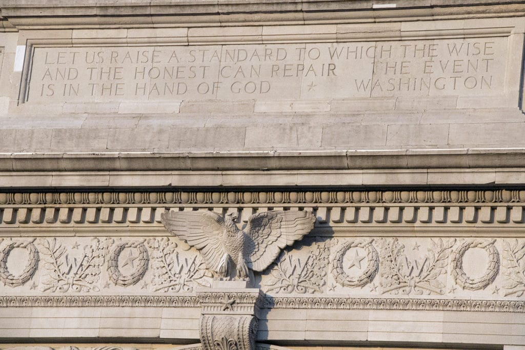 Citation de Georges Washington inscrite sur Washington Square Arch - New York