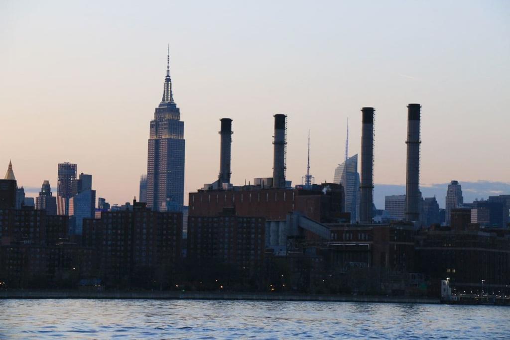 Empire State Building depuis une croisière en bateau à New York