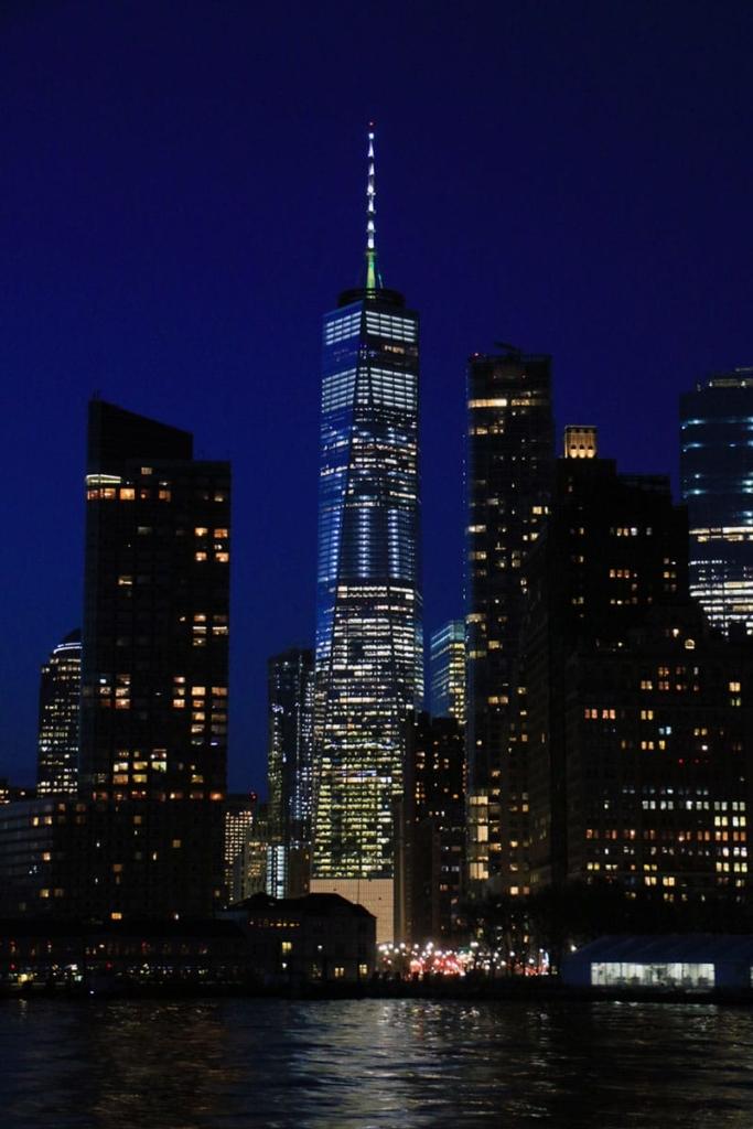 One World Trade Center la nuit à New York