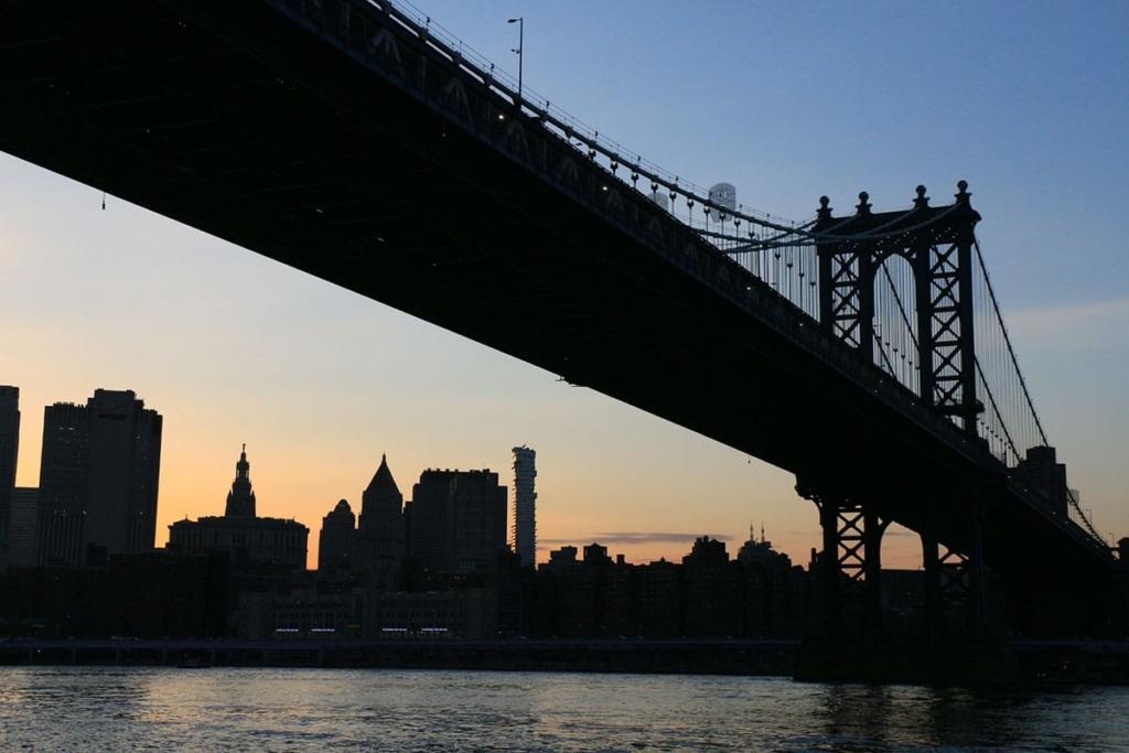 Pont de Brooklyn au coucher de soleil