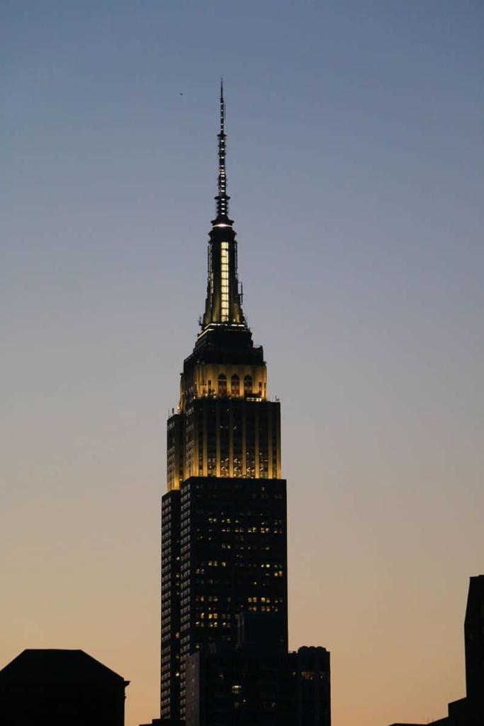 Empire State Building au coucher de soleil à New York