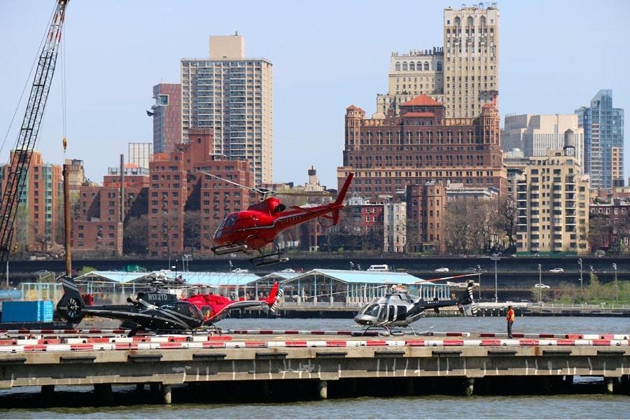 Hélicoptère au départ de l'héliport de New York