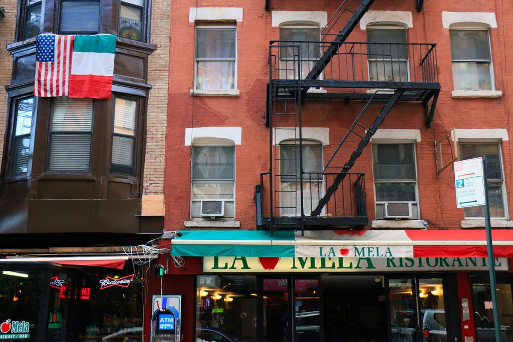 Drapeaux italiens à Little Italy | New York