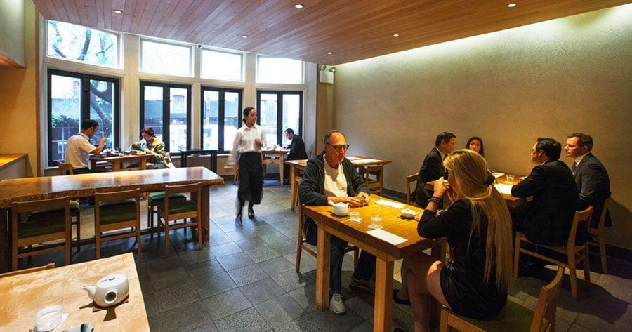 Intérieur du restaurant japonais Kajitsu à New York