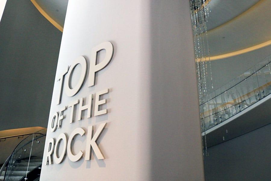 Poteau d'entrée du top of the Rock
