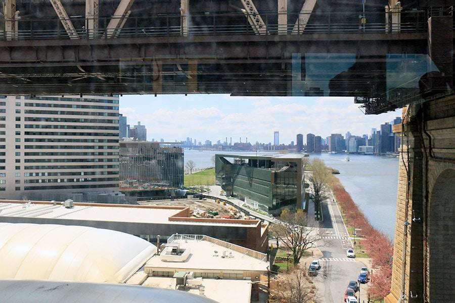 Vue depuis le Roosevelt Island Tramway à New York