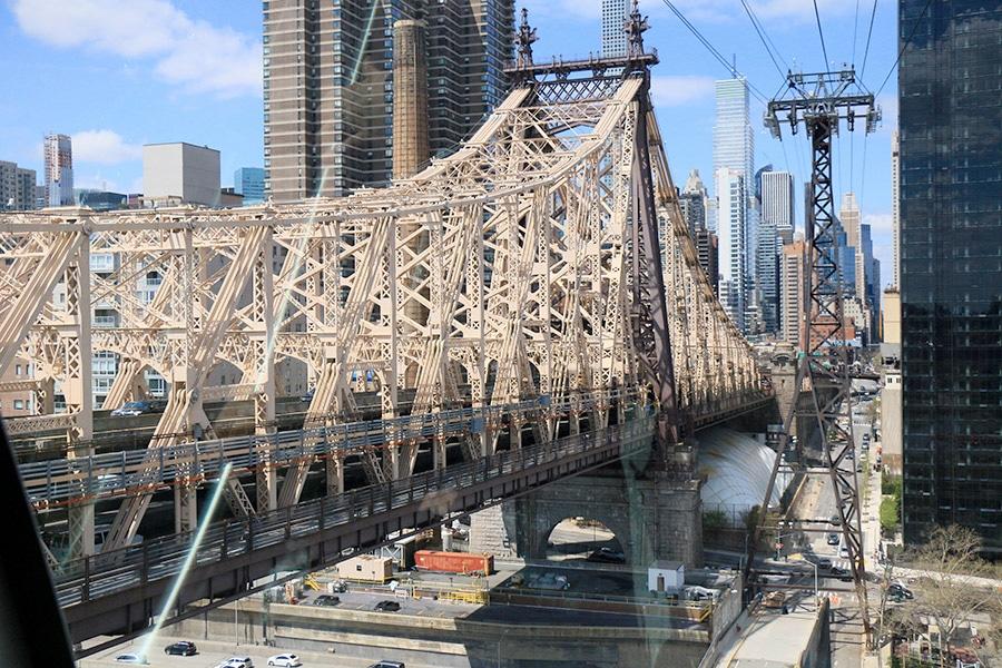Queensboro Bridge depuis le Roosevelt Island Tramway à New York
