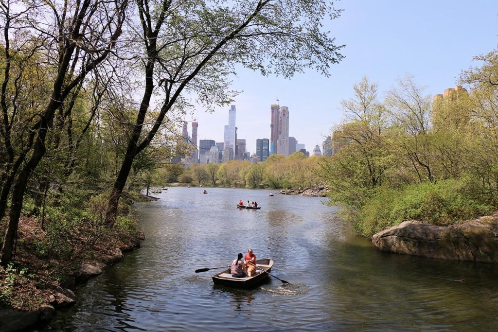 Barque sur le lac de Central Park