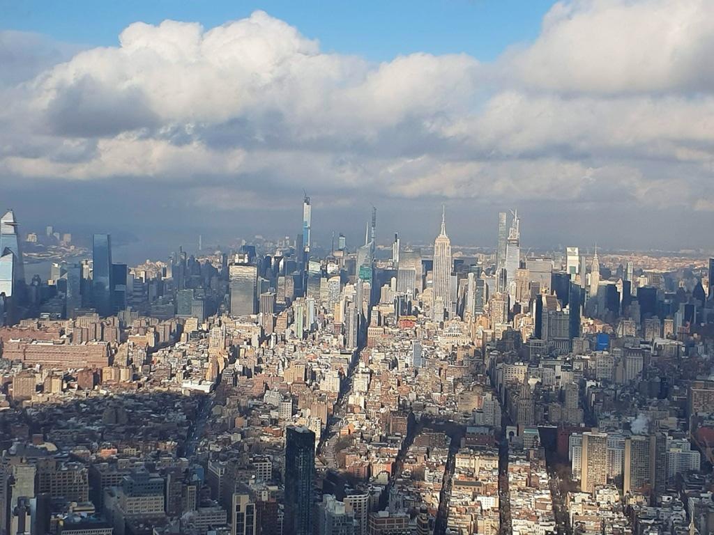 Vue sur l'Empire State Building depuis le One World Observatory