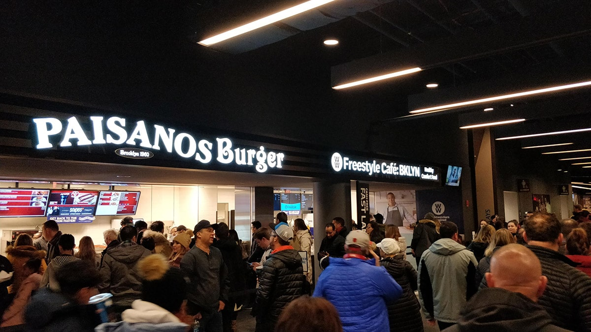 Fast food dans les couloirs du Barclays Center à Brooklyn