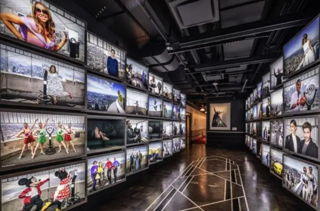 Mur de photos des stars ayant visité l'Empire State Buidling
