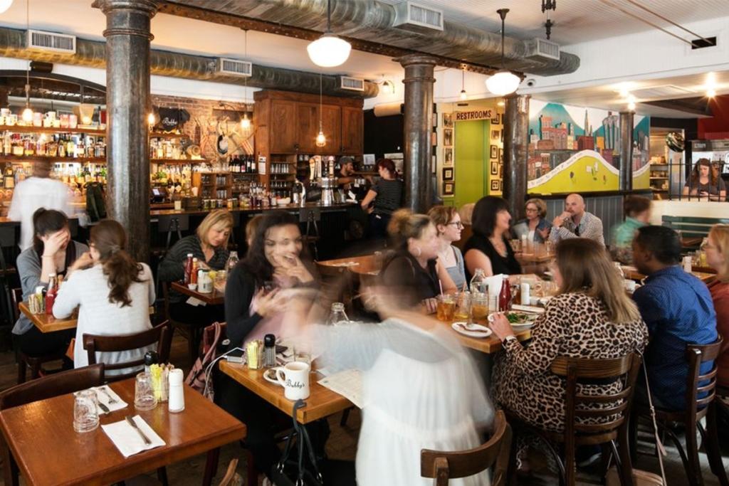 Bubby's situé à Downtown Manhattan à New York propose un large choix de pancakes ainsi que d'autres plats parfaits pour un brunch.