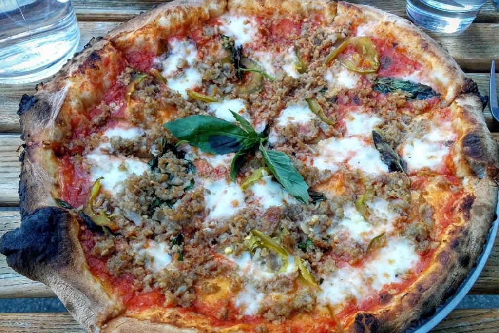 La Pizzeria Babbalucci situé dans le quartier de Harlem à New York propose des plats italiens et notamment des pizzas cuites au feu de bois.