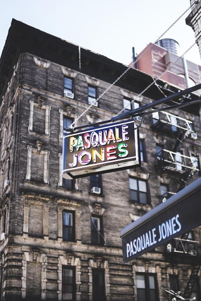 La pizzeria Pasquale Jones situé au sud de Manhattan à New York propose des pizzas raffinés à des prix raisonnables.
