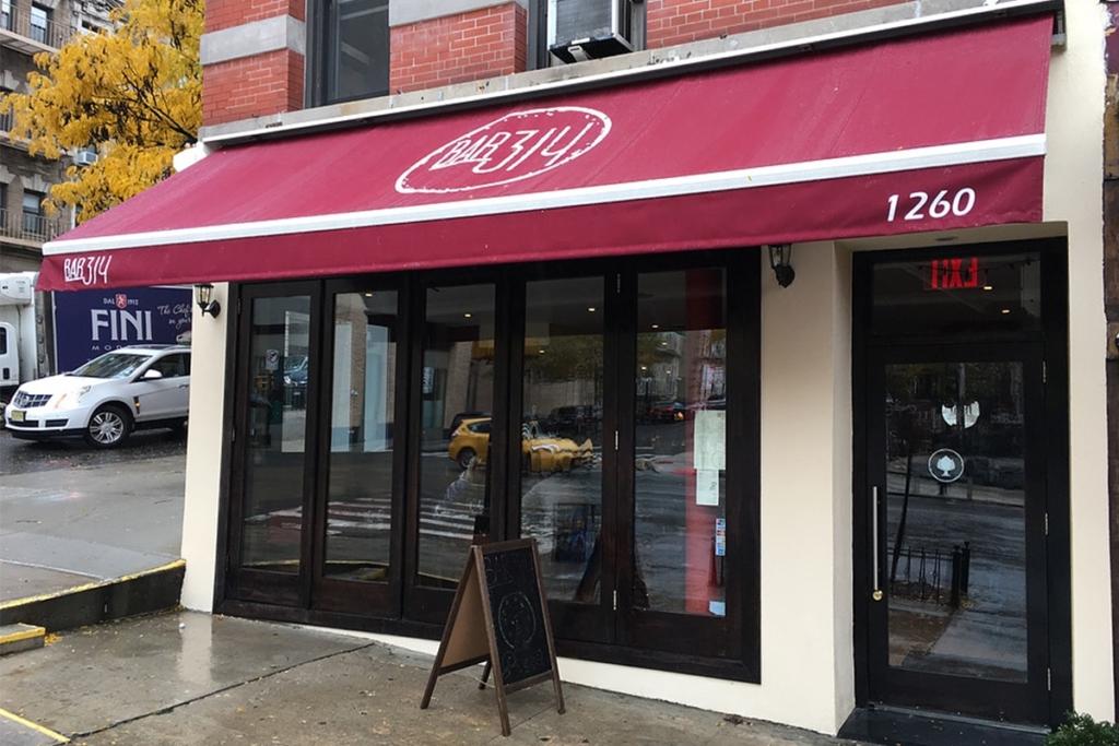 Le restaurant Bar 314 situé dans le quartier de Harlem à New York propose des plats typiquement italiens comme des pâtes, des gnocchis mais surtout des pizzas.