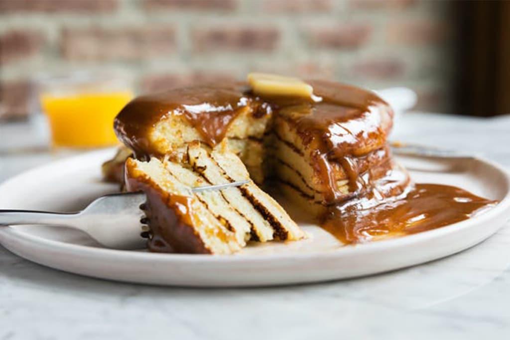 Sunday in Brooklyn situé dans le quartier de Williamsburg de Brooklyn à New York est le lieu idéal pour faire un brunch et manger des pancakes originaux à la noisette.