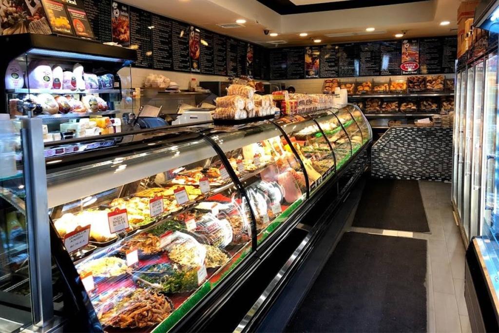 Terrace Bagels situé à Brooklyn à New York propose de nombreuses garnitures différentes pour créer son propre bagel à son goût.