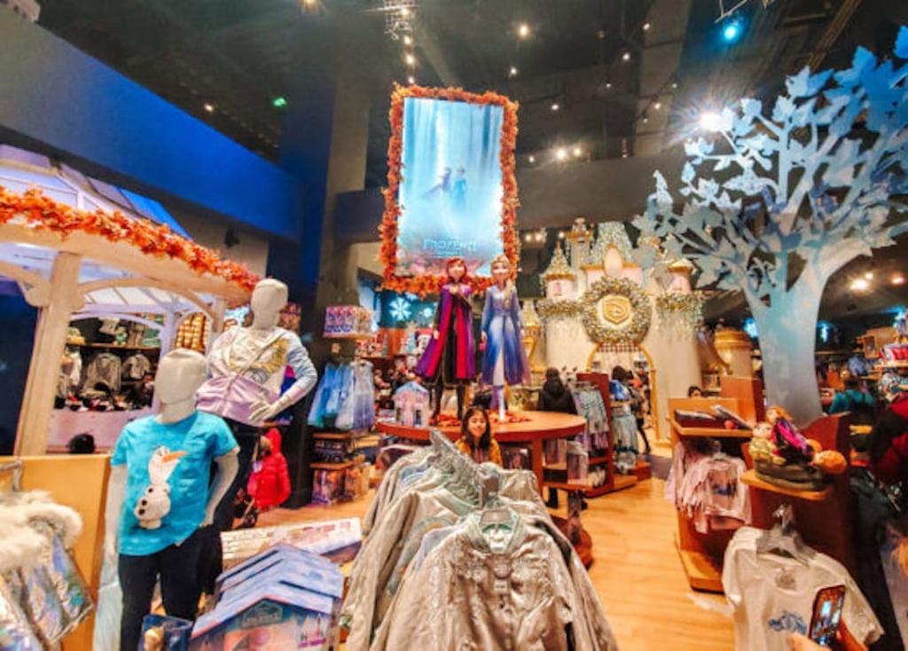 Intérieur du Disney Store à Times Square.