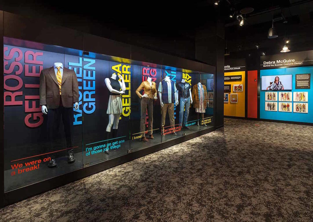 Exposition des costumes de la série Friends à New York