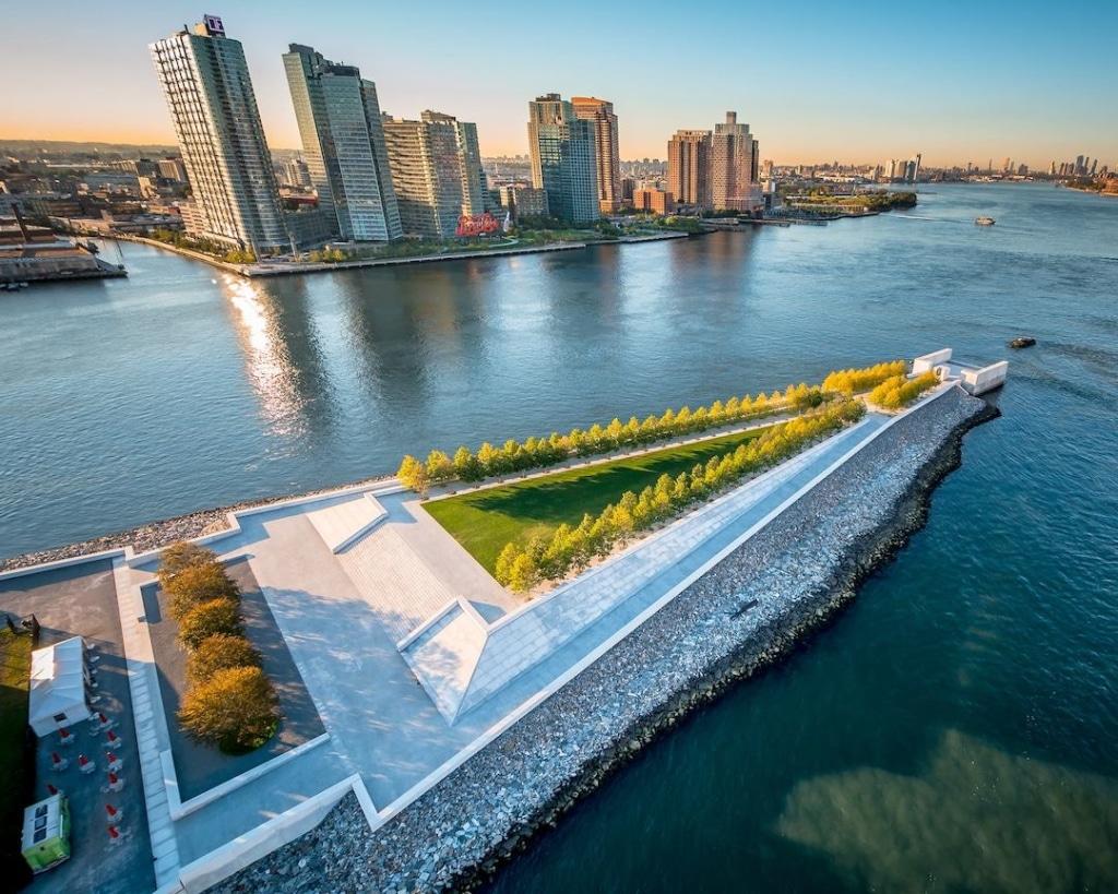 Vue aérienne du Four Freedoms Park sur Roosevelt Island à New York