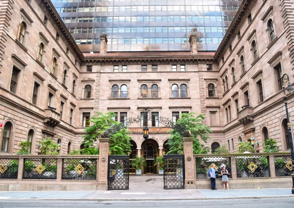 Entrée du New York Palace Hotel