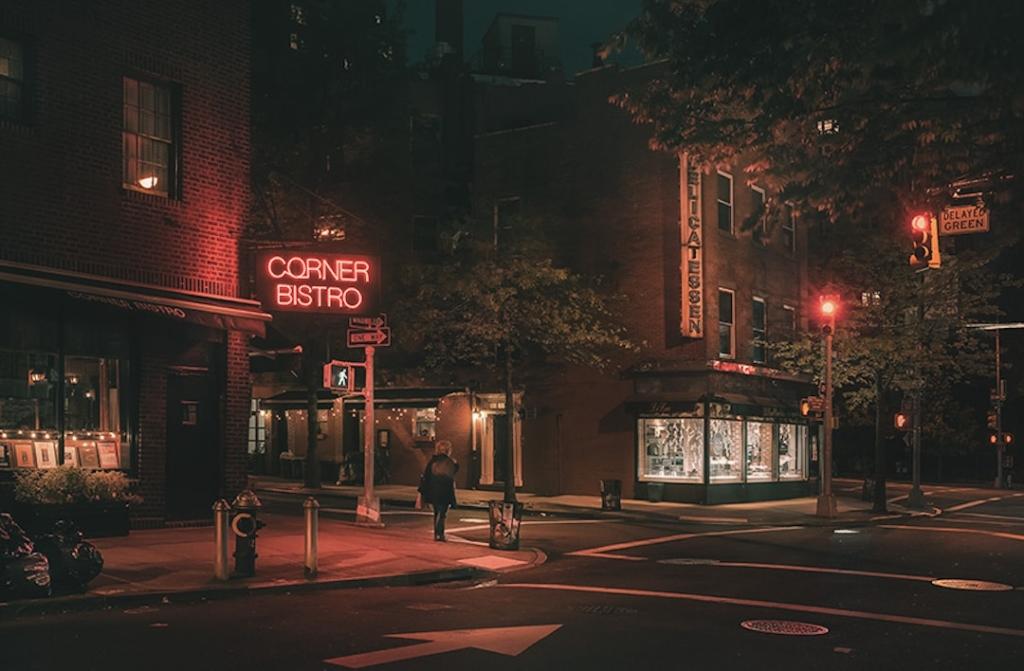 Extérieur du restaurant Corner Bistro à New York de nuit