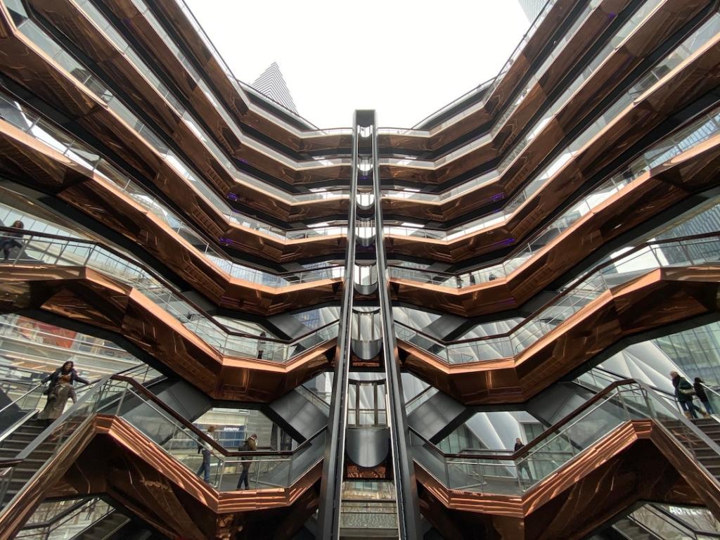 Escaliers et ascenseur pour monter The Vessel à New York