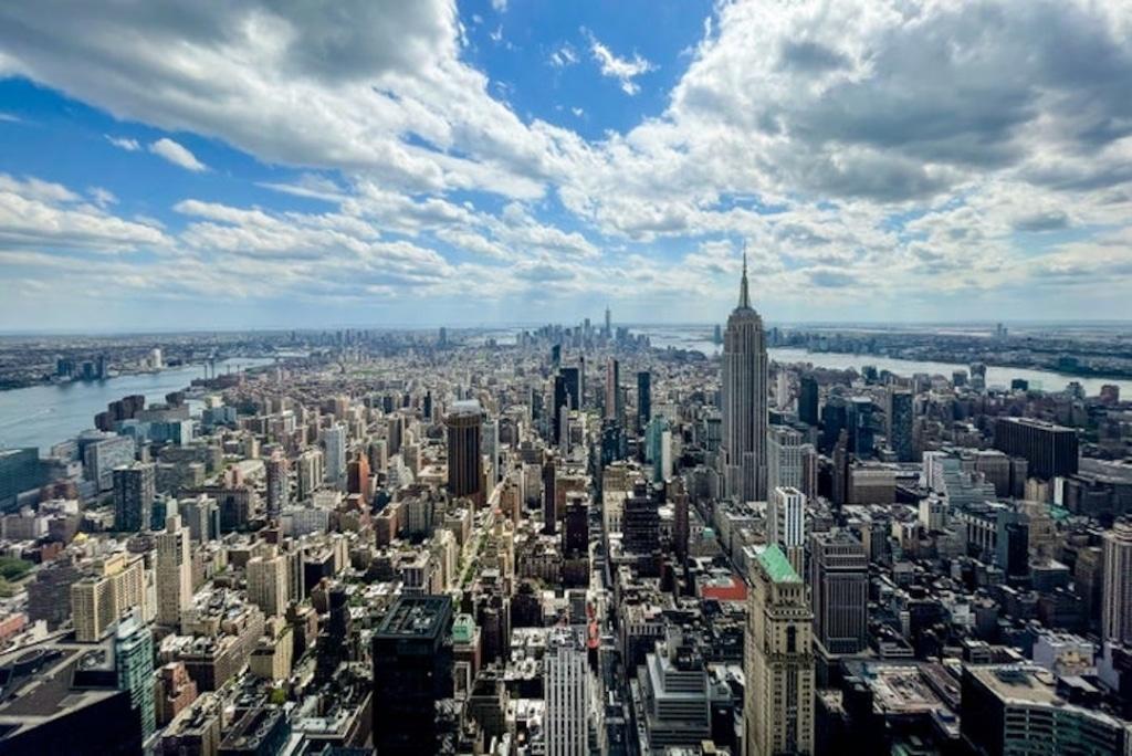 Vue sur l'Empire State building depuis le One Vanderbilt Summit