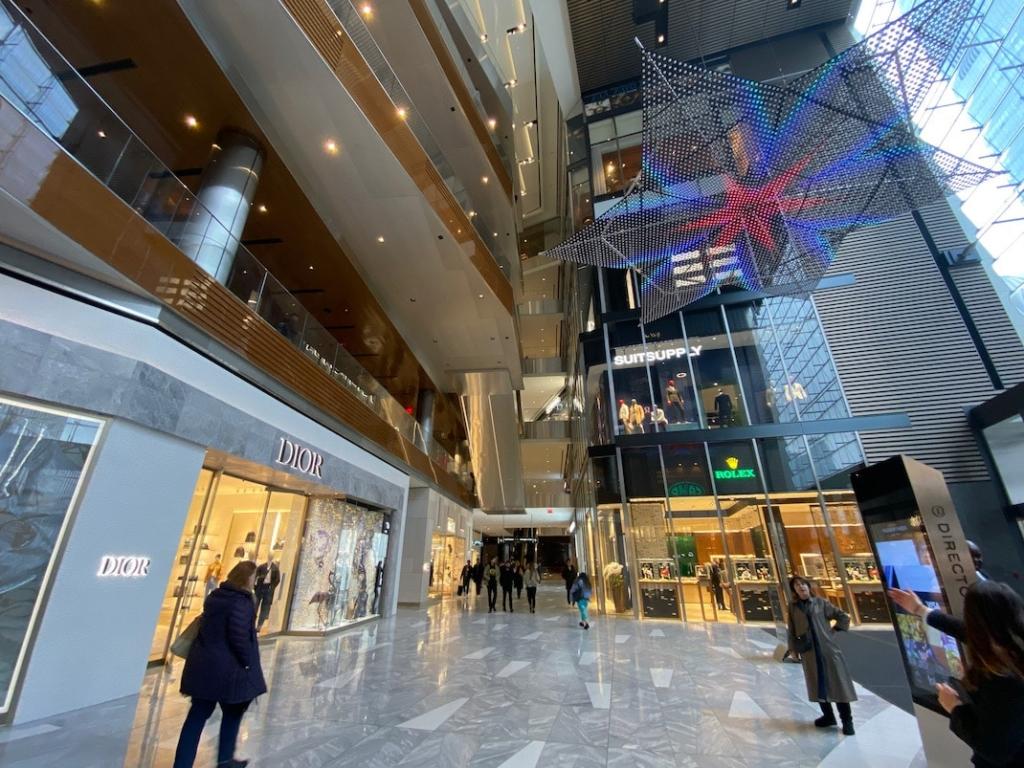 Intérieur du centre commercial au Hudson Yards à New York