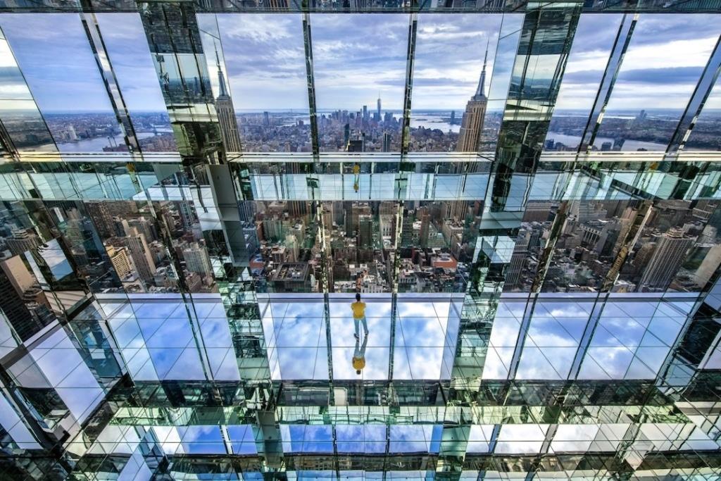 Pièce recouverte de miroirs dans le Summit One Vanderbilt à New York